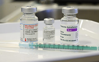 研究发现AZ疫苗混打辉瑞疫苗、莫德纳疫苗的效果都很好。(THOMAS KIENZLE/Getty Images)