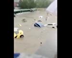 視頻(1): 鄭州大水漫灌 市民慘死或被捲走