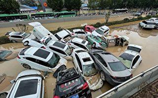 视频:郑州洪水后一片狼籍 尸体横卧街头
