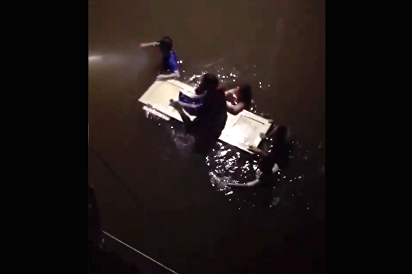 【一線採訪】河南輝縣洩洪 民乘門板自救