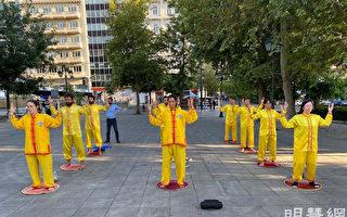 雅典憲法廣場反迫害活動 民眾喜愛真善忍