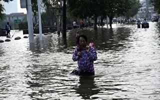 中国河南一大河多处决堤 133个县受灾大片村镇被淹