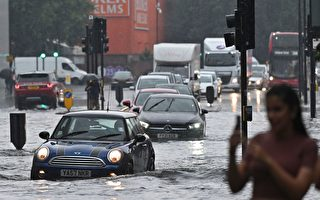 伦敦遇强暴雨侵袭 水淹街道 多个地铁站关闭
