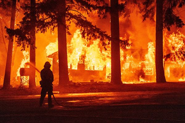 迪克西山火合并弗莱山火 延烧近20万英亩