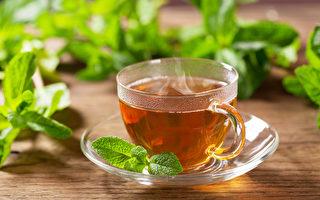 """中医2茶饮可清走体内肥油、毒素,除退""""防疫肥""""。(Shutterstock)"""