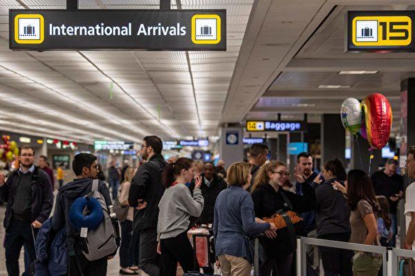 白宫:美国暂保持COVID-19国际旅行限制
