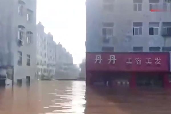 【一線採訪】洪水淹城政府無作為 衛輝人大逃難