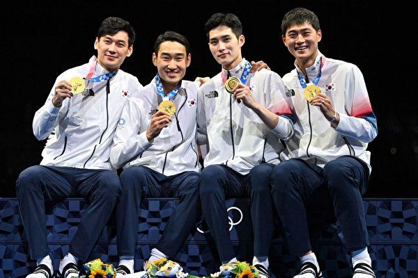 東奧7.28 韓男團佩劍45:26擊垮意大利 四人齊獲金牌