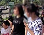 视频:郑州地铁幸存者现身 讲述生死瞬间