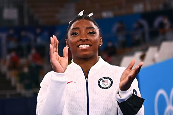 东奥女子自由体操决赛 美名将拜尔斯退赛