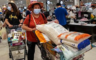 武漢疫情再現 部分民眾囤貨 超市排長隊