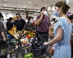 组图:湖北再爆疫情 武汉超市出现抢购潮