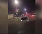 视频:深圳暴雨街道成河 市民紧急弃车逃出
