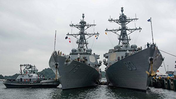 8月16日,伯克级驱逐舰希金斯号(DDG76)和霍华德(DDG83)号抵达日本横须贺港。 (美国海军)