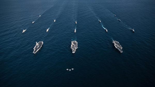 2017年11月12日,美军三只航母打击群齐聚西太平洋,包括里根号(CVN 76)、罗斯福号(CVN 71)和尼米兹号(CVN 68)与韩国海军一起演练。(美国海军)