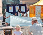 瑞士名城广场上演别致儿童剧 观众称赞真善忍