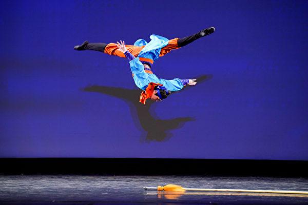 组图二:第九届中国古典舞复赛青年男子组风采