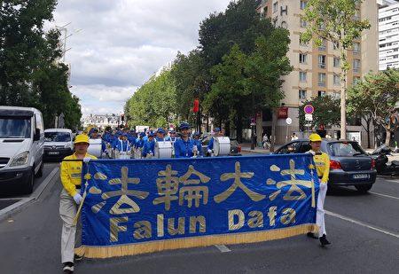 组图:欧洲法轮功学员巴黎大游行 华人盛赞