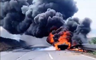 京沈高速油罐车与货车相撞引发大火