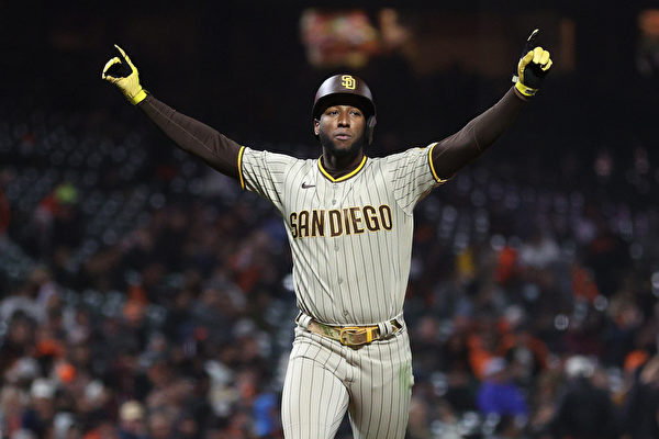 组图:MLB圣地亚哥教士9:6胜旧金山巨人