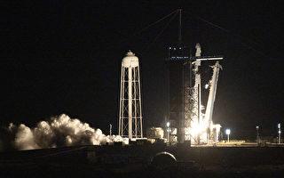 组图:全平民太空旅行 SpaceX火箭升空
