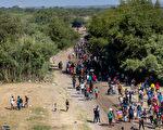 美官員:週日起大規模遣返德州邊境非法移民