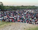 上萬非法移民聚德州立交橋下 美宣布驅逐