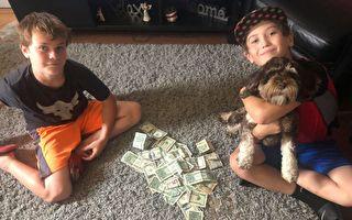 两创业男孩购物钱不够 陌生人帮付款解围