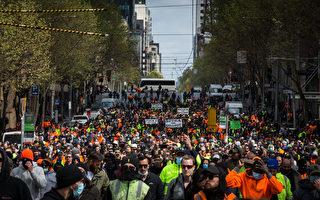 墨尔本工地曝自杀事件 建筑工人连续两天上街抗议