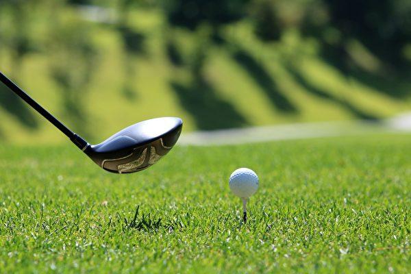 美11歲男童打高爾夫 同場比賽2次一桿進洞