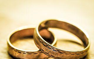 乌贼带浮潜女子找到结婚戒指 最终物归原主