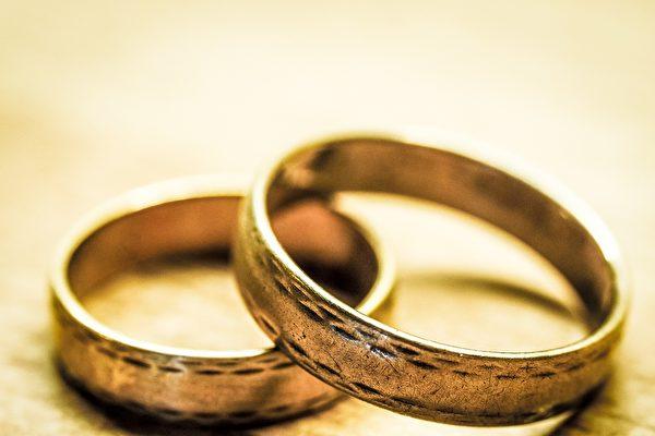 烏賊帶浮潛女子找到結婚戒指 最終物歸原主