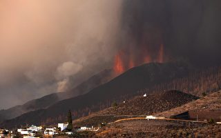 组图:西班牙加那利群岛火山持续喷发