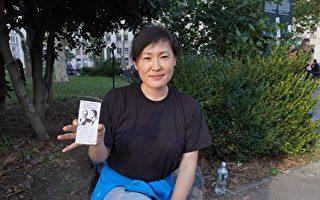手撕地铁海报变网红 亚裔女现身反疫苗令集会
