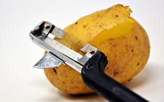 英男打開一包洋芋片 裡面只有一顆馬鈴薯