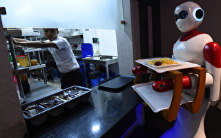 應對員工緊缺 美國餐館將啟用機器人烹飪送餐