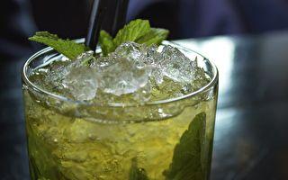 專家:餐廳加入飲料中的冰塊 可能讓你生病