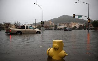 组图:北加州遭气旋侵袭致洪灾 逾16万户断电