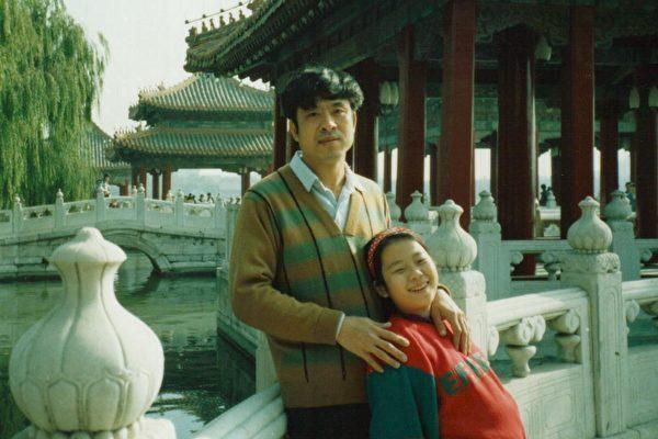 王志文和他的女兒王曉丹檔案照。(明慧網)