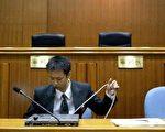 2003年的10个月中,中国执法人员犯罪案件被起诉过千,造成经济损失数亿 (法新社)