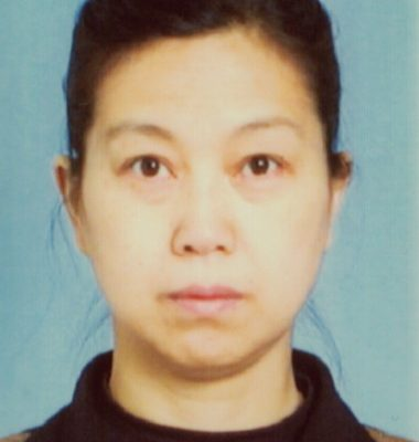黃新每天被強行服用2片淥丙氰,連續4個月。目前仍被關在遼宁女子監獄監管醫院的黃新,已失去大部份記憶,反應遲鈍。(大紀元圖片)  <p><figcaption class=