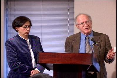 美國精神病專家Viviana Gallii醫生(左)和紐約醫學院精神科教授Abraham Haplern (右)。(大紀元圖片)