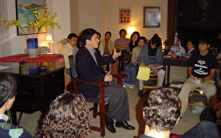 張而平2004年10月15日在耶魯大學「院長茶話」談中文媒體受控內幕(大紀元)
