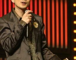 黄耀明:我比达明时期更暧昧 12月将办演唱会