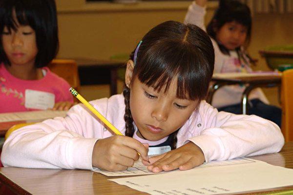 南加州中文学校书法 作文 海报赛 七百学子参加