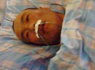11月17日,吞下壁纸刀的程佩明已做过手术,但身体非常虚弱。