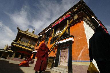 青海藏民按传统过年 抵制汉化影响