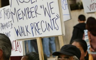 如潮涌入美国的非法移民