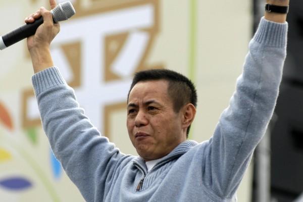 本土歌手蔡振南演唱「母親ㄟ名叫台灣」。(大紀元)