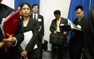 亚裔女性平均年薪高于黑人和白人妇女